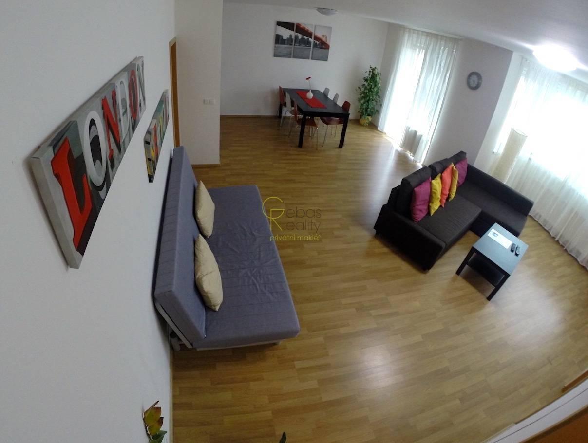 2+kk s balkonem, vybavením a parkováním - Vysočany, Praha 9
