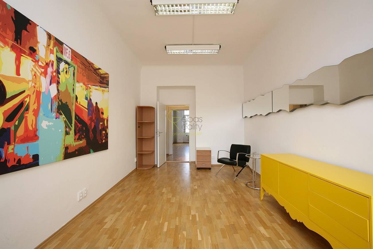 Pronájem kanceláře 73 m2 - Malá Štěpánská, Praha2