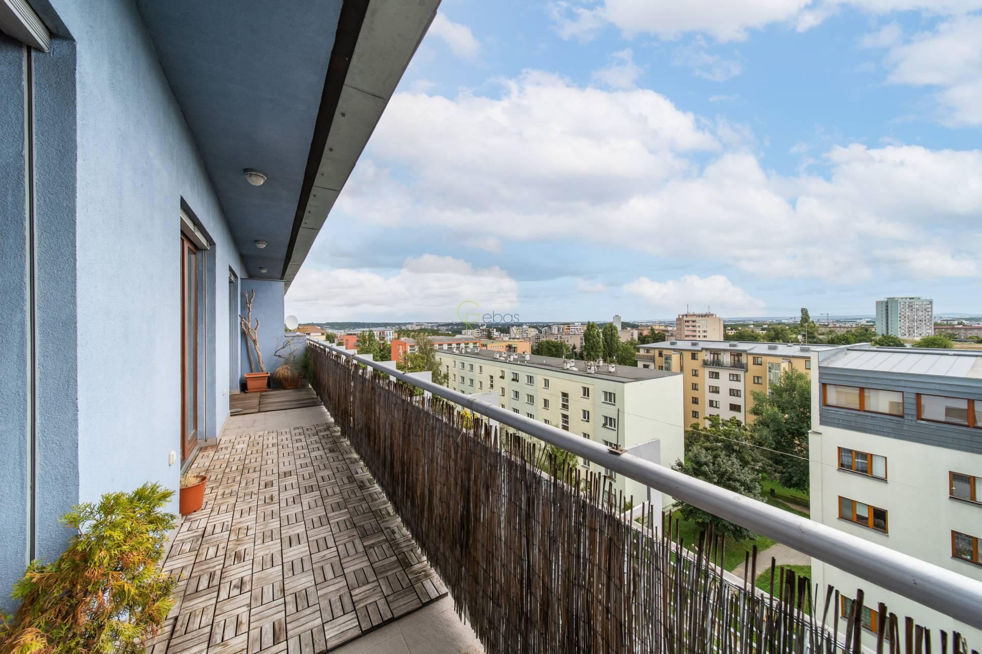 atraktivní 2+kk s terasou a výhledem - ul. K Lučinám, Praha3