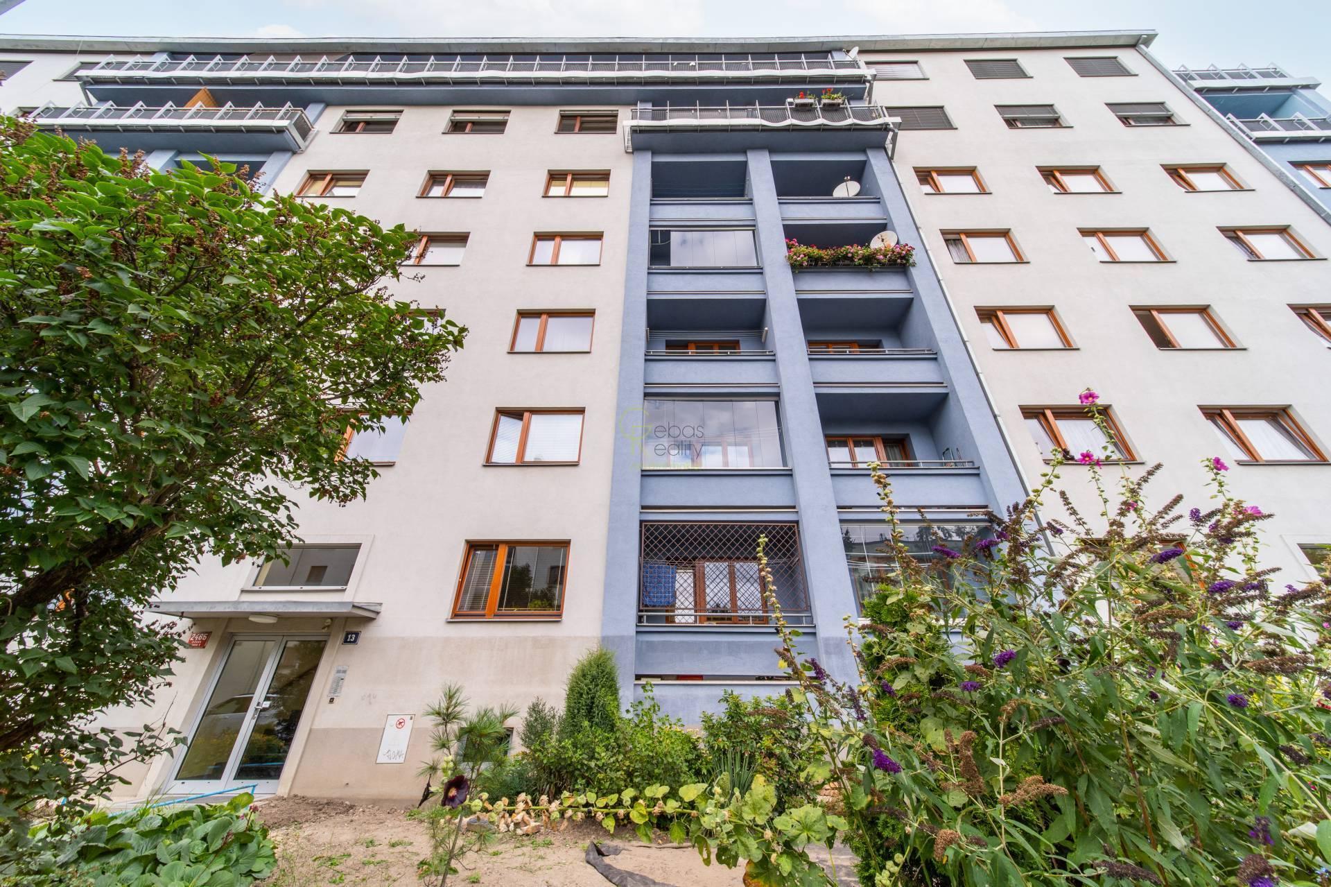 2+1 neprůchozí pokoje + balkon - ul.K Lučinám,Praha 3