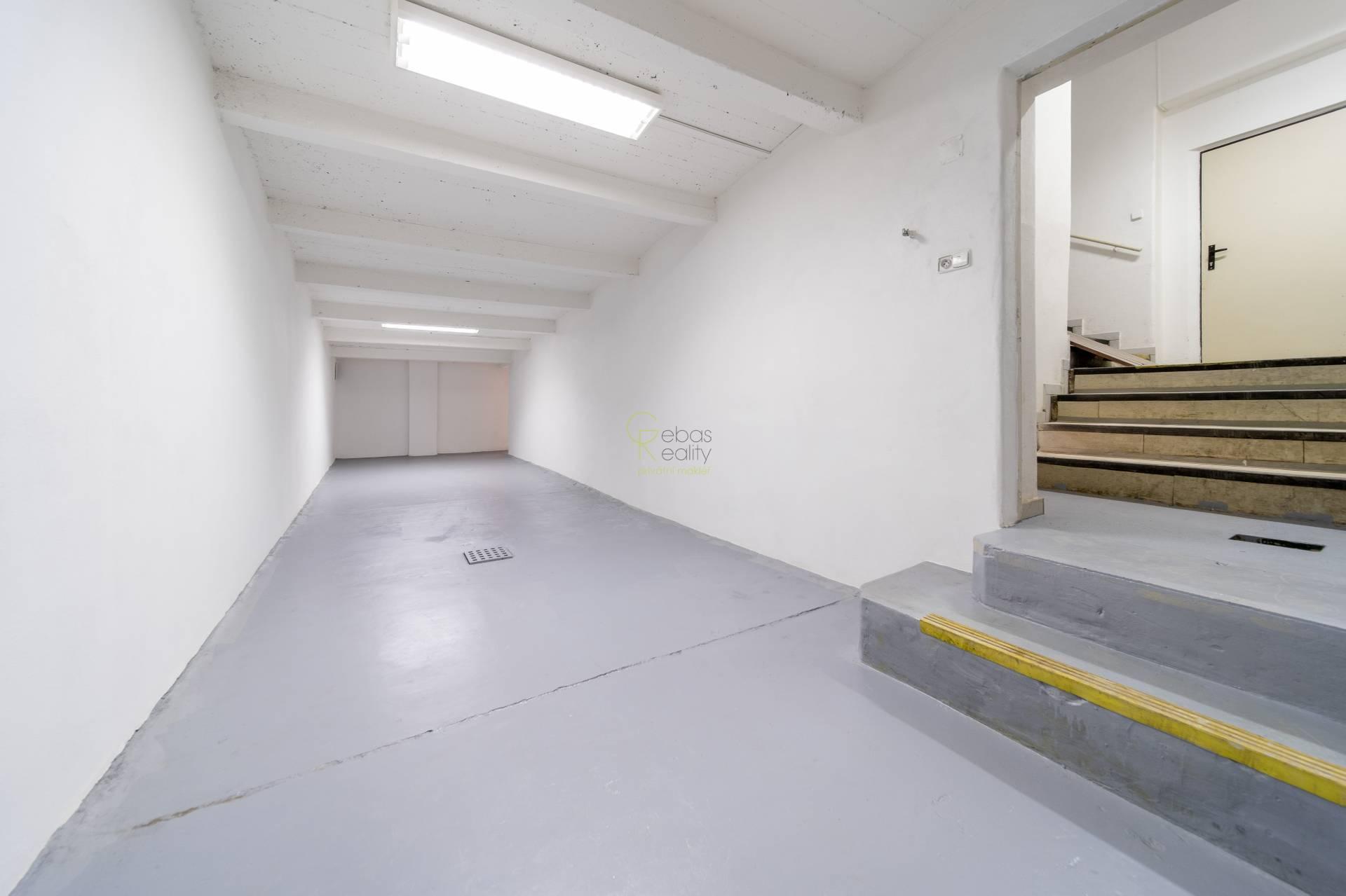 Skladové prostory se vstupem ze dvora - ul.Kladenská, Praha 6